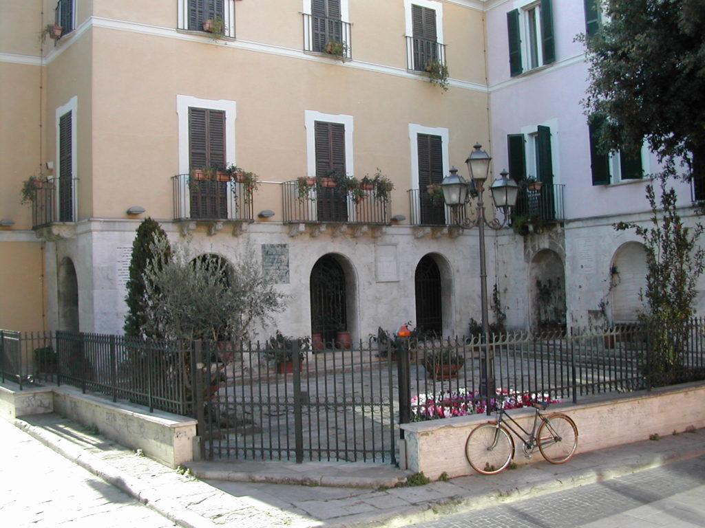 Pescara_Cortile_retro_Casa_natale_D'Annunzio GetCOO