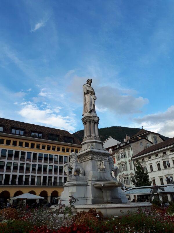 monumento a Walther von der Vogelweide Bolzano GetCOO settembre
