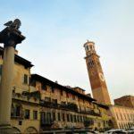 Piazza delle Erbe Verona Leone di san Marco e torre dei Lamberti GetCOO