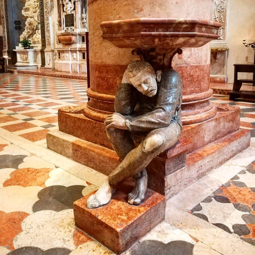Acquasantiera Chiesa di Santa Anastasia gita a Verona GetCOO