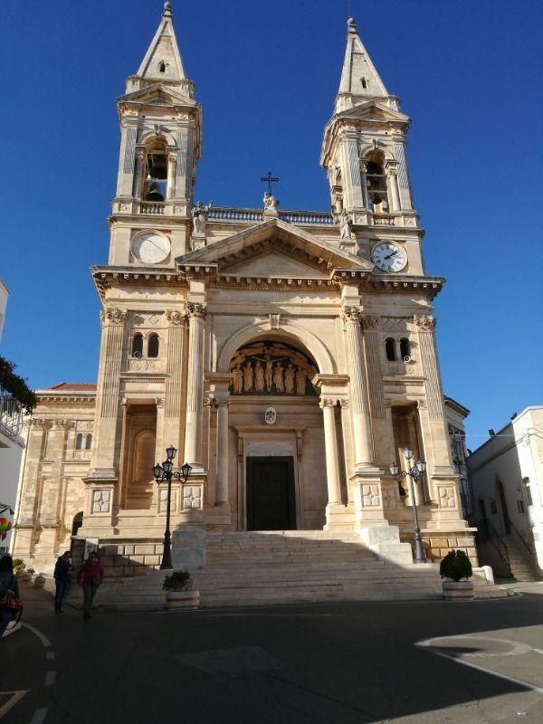Cattedrale dei santi Cosma e Damiano Alberobello GetCOO novembre