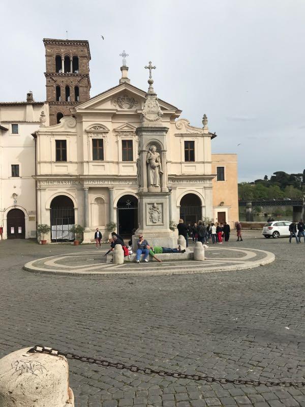 basilica di san bartolomeo all'isola Roma Isola Tiberina GetCOO Travel maggio