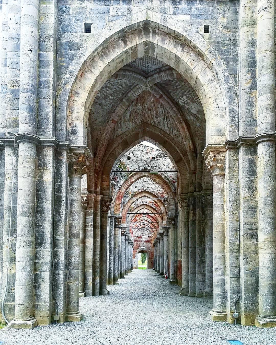 Navata laterale abbazia di San Galgano cosa vere a san Galgano GetCOO Travel blog