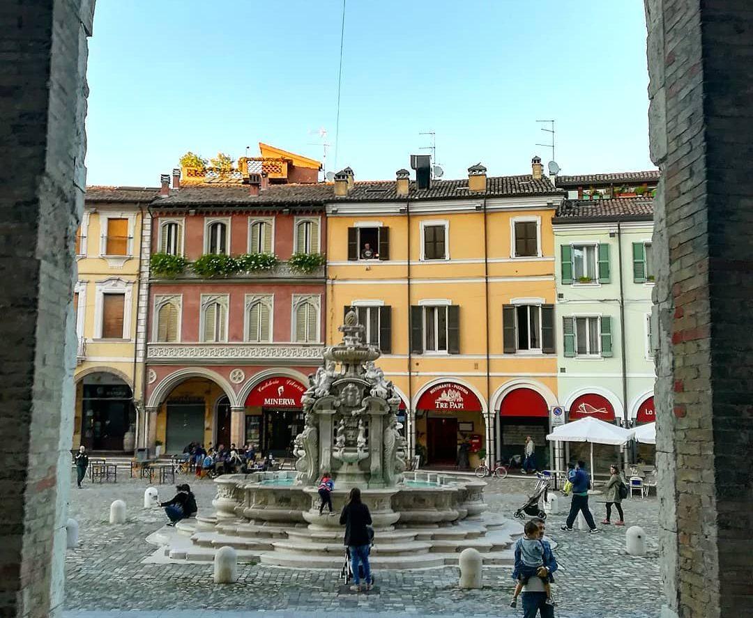 Cesena Piazza del Popolo e Fontana Masini GetCOO travel cosa vedere a Cesena in un giorno