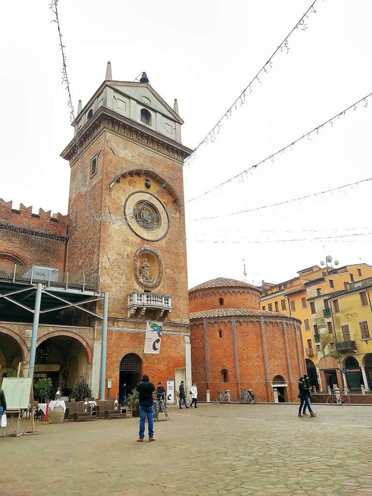 Torre dell'Orologio e Rotonda di san Lorenzo cosa vedere a Mantova