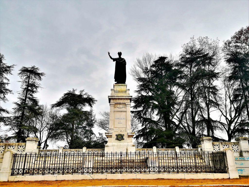 Monumento a Virgilio cosa vedere a Mantova