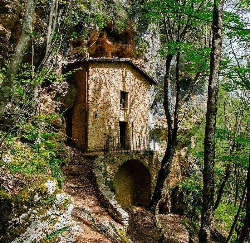 Trekking in Abruzzo: Eremo di Santa Maria del Caùto