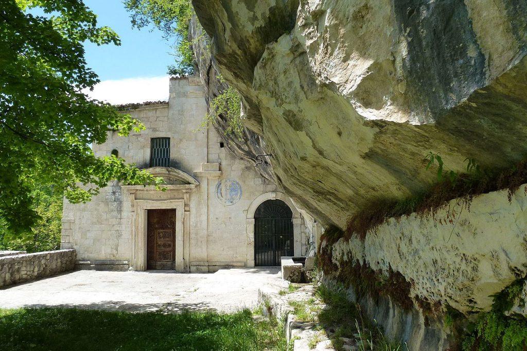 Trekking a cavallo: Chiesa di Santo Spirito a Majella