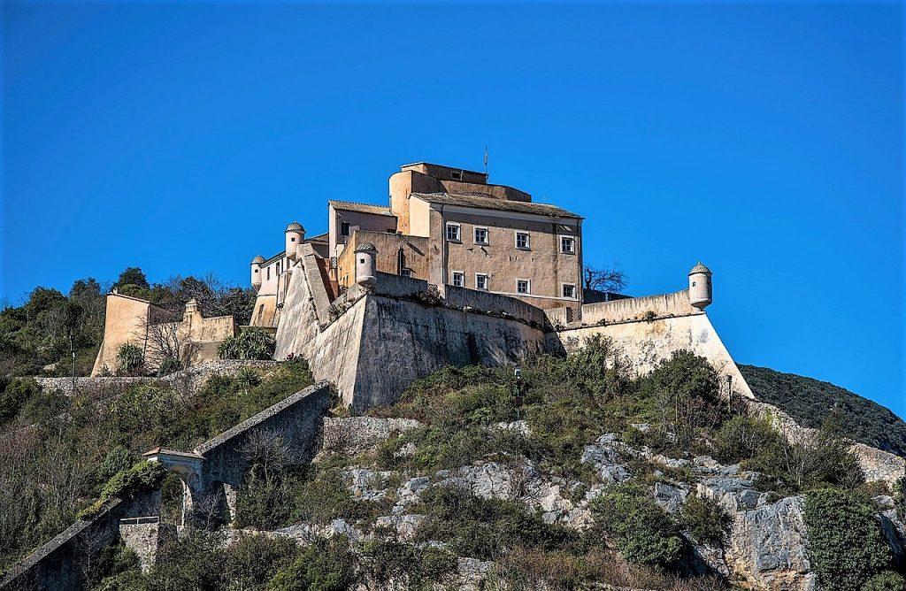 Cosa vedere a Finalborgo: Castel San Giovanni