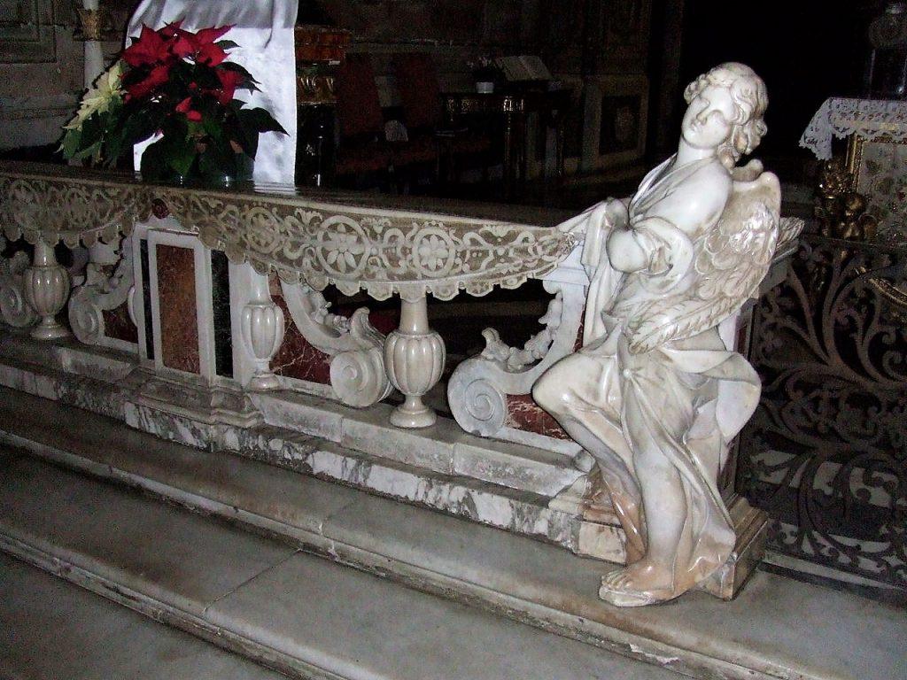 cosa vedere a Finalborgo: dettaglio dell'altare maggiore